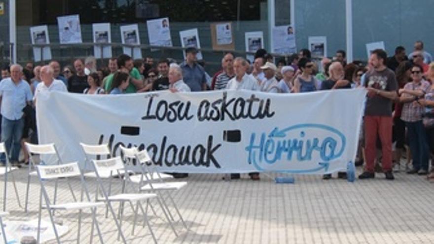 Protesta De Herrira En El Hospital Donostia.