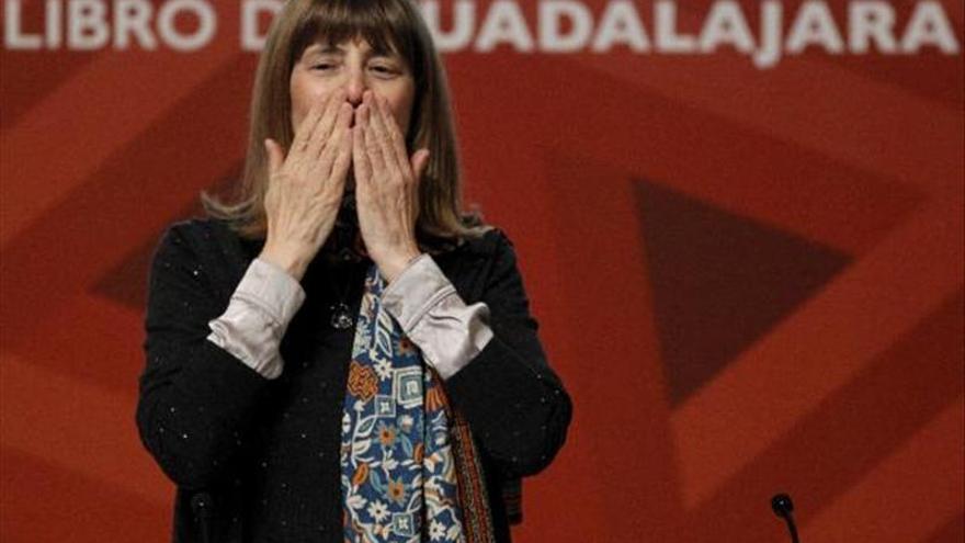 La argentina Perla Suez recibe el Premio Sor Juana Inés de la Cruz en la FIL