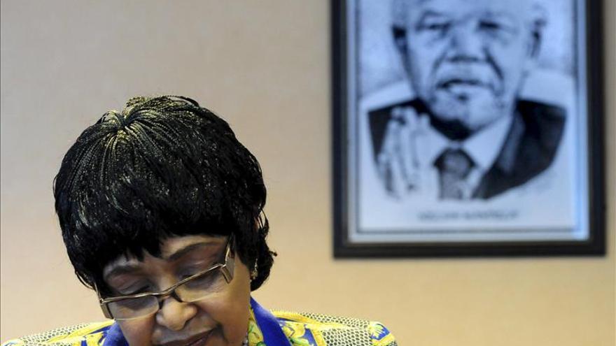 La exmujer de Mandela, obligada a subastar obras de arte para pagar deudas