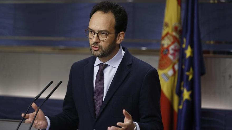 """El PSOE cree que si Artur Mas asume la sentencia el conflicto """"no irá a más"""""""