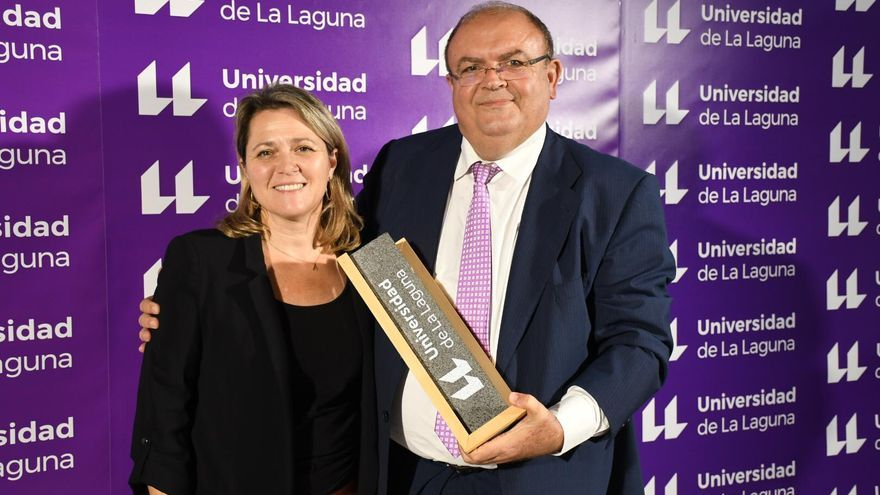 Alicia Vanoostende y Clemente Gonzalez en el acto de entrega de los Premios Enogastroturismo de la Universidad de La Laguna.