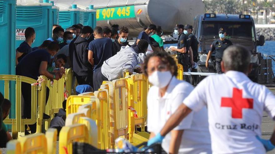 Suben a 250 los migrantes llegados a Canarias hasta la tarde del lunes y se busca a varios grupos más