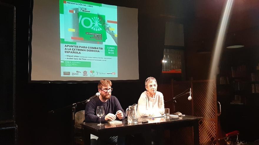 Miguel Urbán durante la presentación de su libro en el local Hika Ateneo