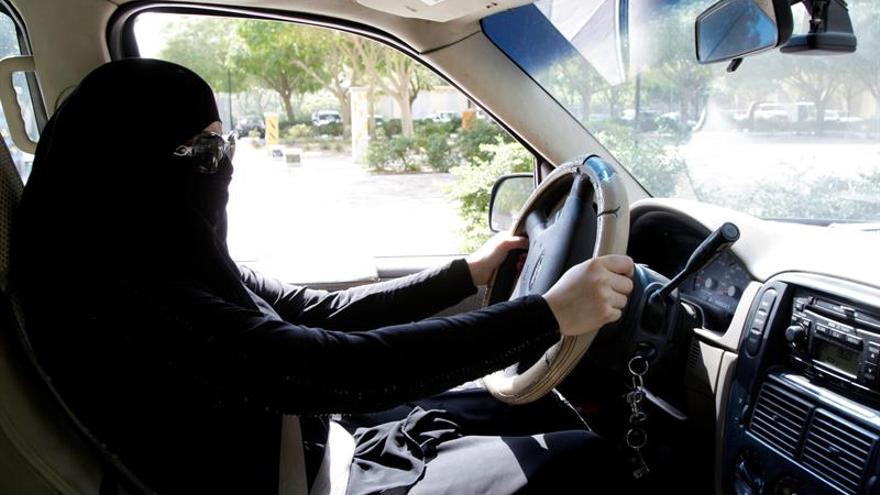 El ministro del Interior saudí dice que las mujeres al volante mejorarán la seguridad vial