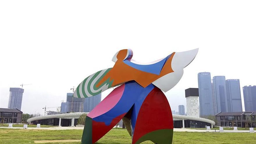 Una escultura del español Cristóbal Gabarrón entre las obras que adornan G20