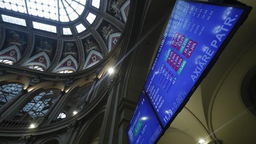 La prima de riesgo española baja a 129 puntos por la caída del bono español