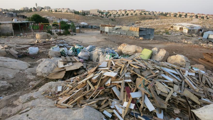 Comunidad beduina de Abu Nawar frente con el asentamiento de Maale Adumim de fondo. | Ana Garralda
