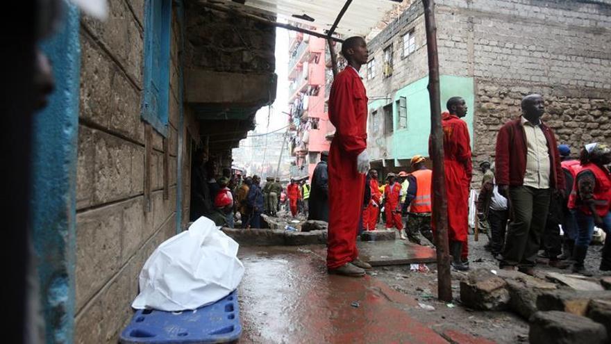 Asciende a 16 el número de muertos en el derrumbe de un edificio en Nairobi