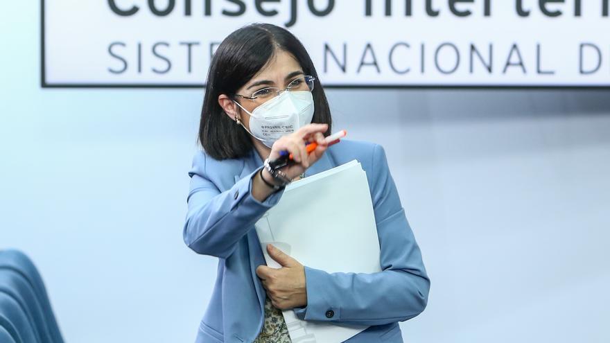 La ministra de Sanidad, Carolina Darias, a su salida de una rueda de prensa posterior a la reunión del Consejo Interterritorial del Sistema Nacional de Salud, a 26 de mayo de 2021, en Madrid (España). El Ministerio de Sanidad y las comunidades autónomas d