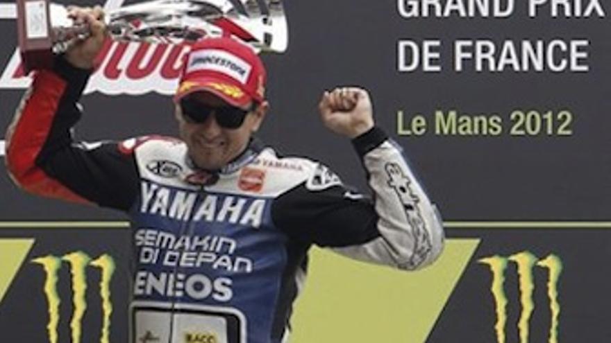 El balear celebra la victoria en lo alto del podio. (Europa Press)
