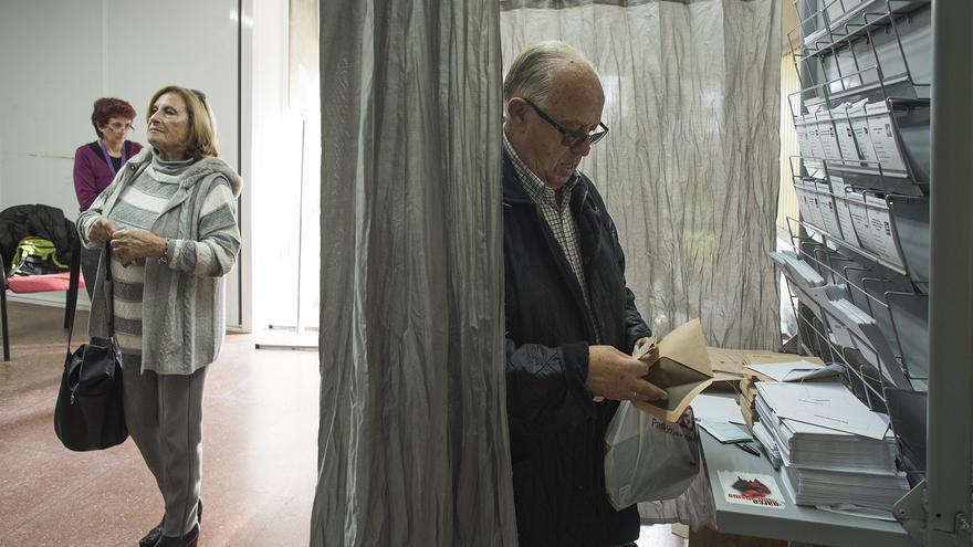 La jornada electoral transcurre en Cantabria sin incidencias. | JAVO DÍAZ VILLÁN