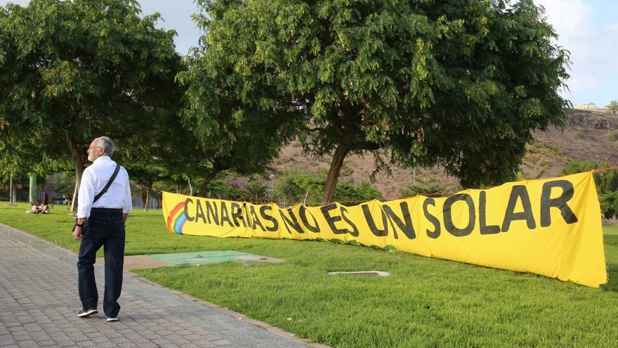Pancarta contra la Ley del Suelo de Canarias.