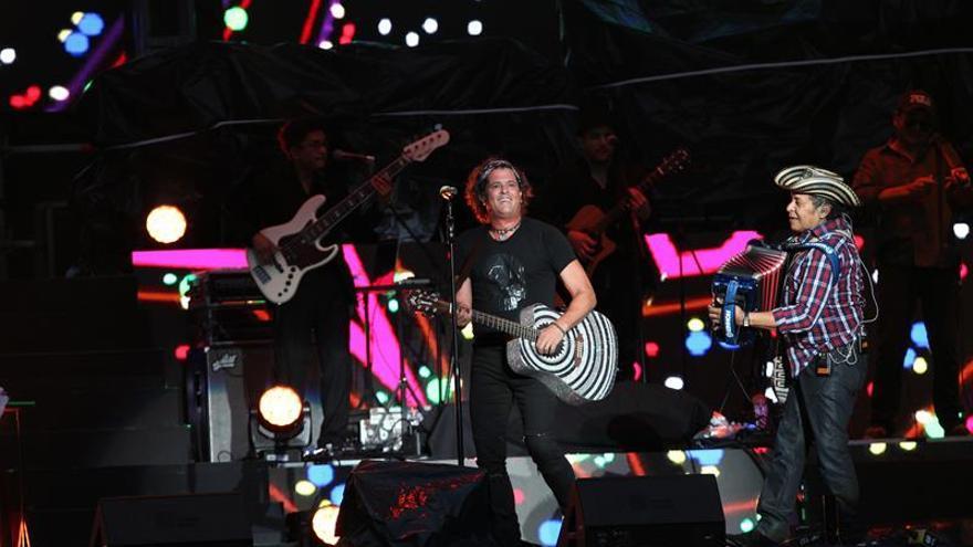 Carlos Vives, Prince Royce y Farruko cantarán en gala de los Grammy Latino
