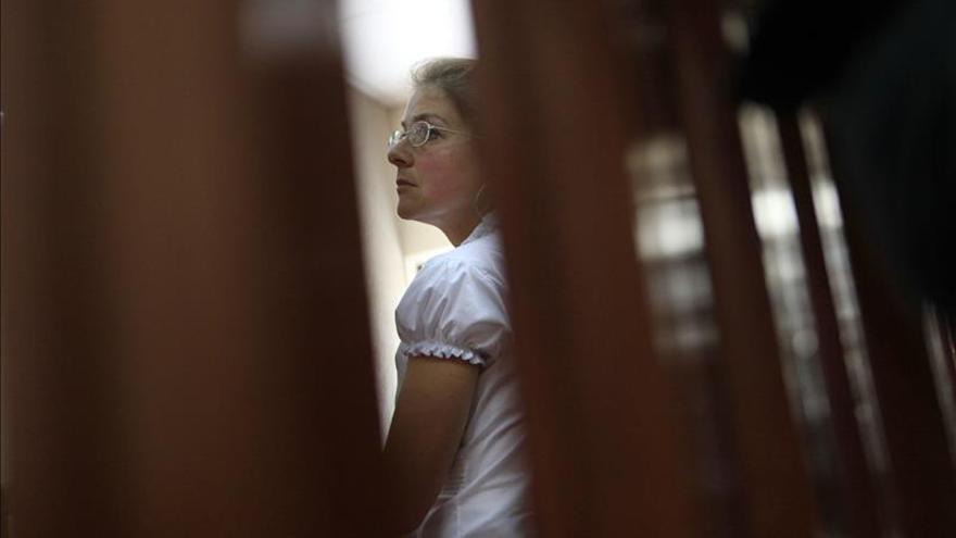 Lori Berenson llega a Nueva York con su hijo tras 20 años de prisión en Perú