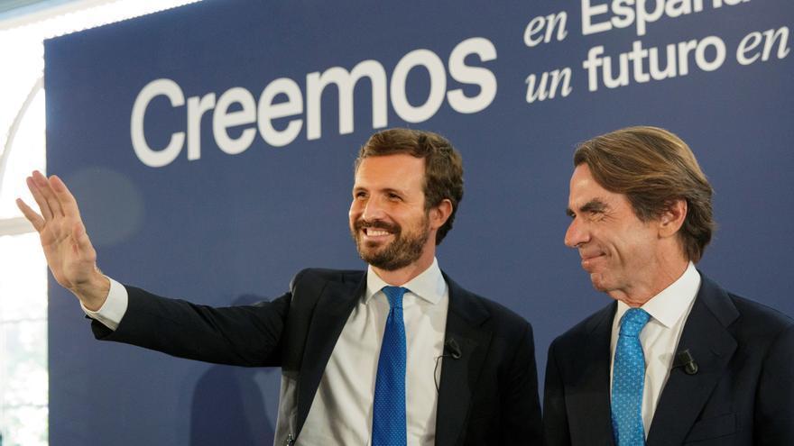 El líder del PP, Pablo Casado, y quien fuese su mentor, el expresidente José María Aznar, en la convención del PP.