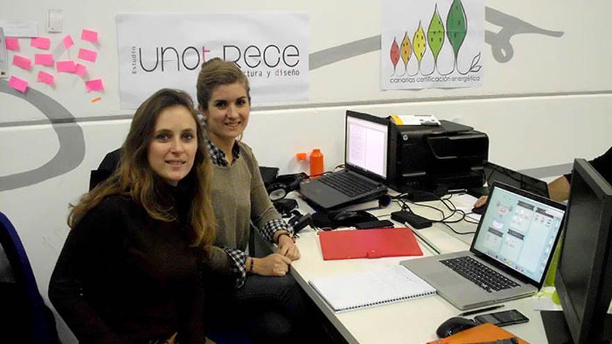 Las arquitectas Cristina Plasencia y Patricia Hernández en las instalaciones su Estudio UnoTrece.