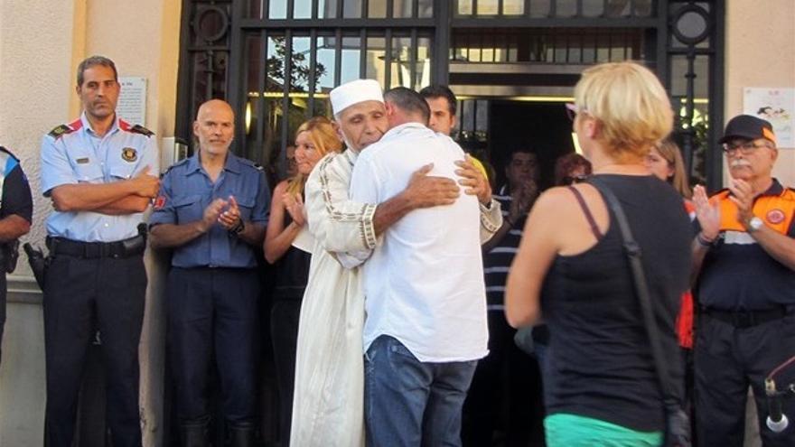 El padre de Xavi y el imán de Rubí. Foto: Europa Press