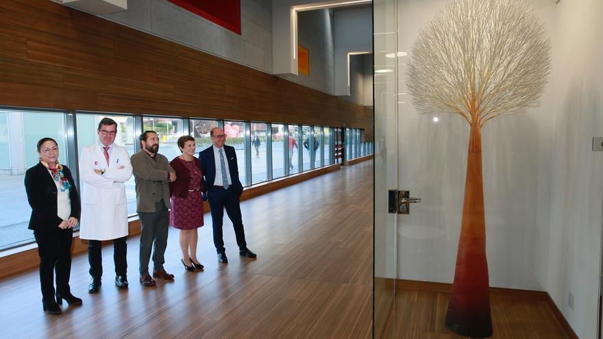 Inaugurada la nueva escultura de Daniel R. Martín en el Hall de Valdecilla