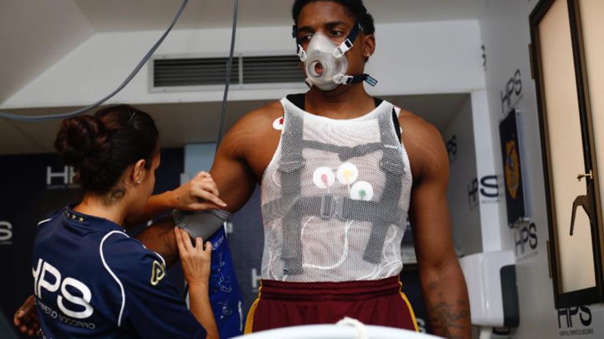 Shaquielle O'Neal McKissic en el reconocimiento médico con el Gran Canaria