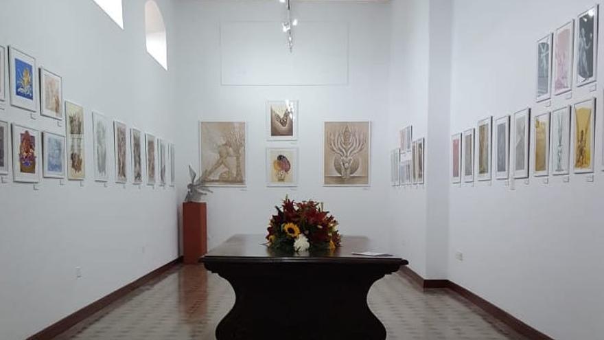 La exposición 'Ángeles de Dámaso' en la Casa Roja.