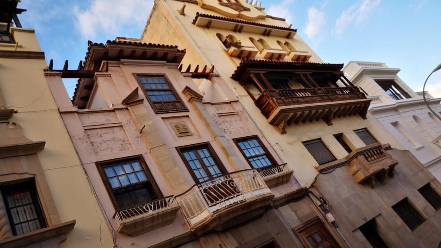 Otra edificación residencial en la misma calle de Santa Cruz, con valores históricos según Patrimonio del Cabildo