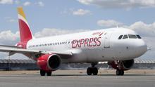 Avión de Iberia Express en el aeropuerto de Madrid