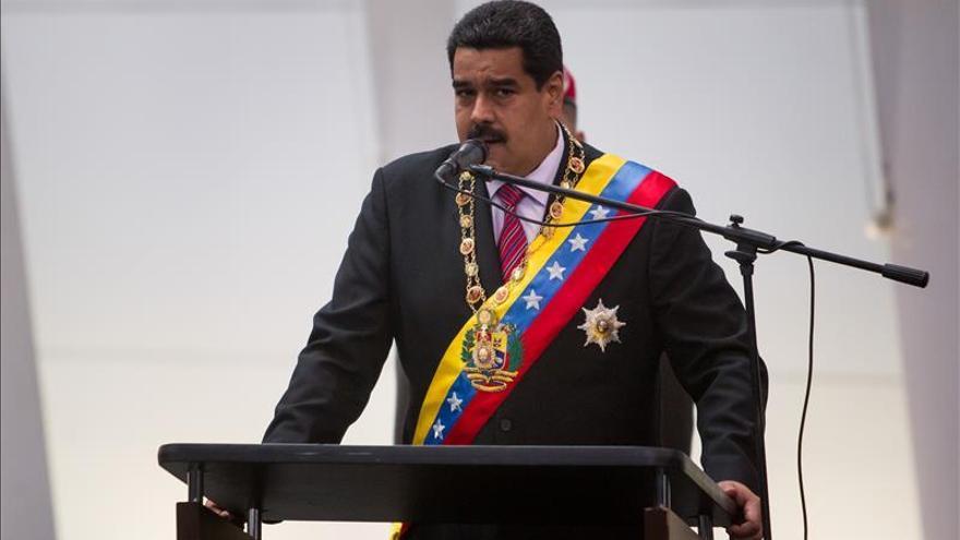 """Maduro ve censura en los medios argentinos tras el regreso de """"un oligarca"""" al poder"""