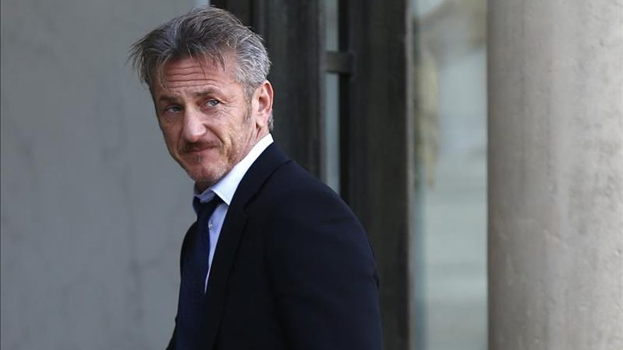 Hollande recibe a Sean Penn en el Elíseo