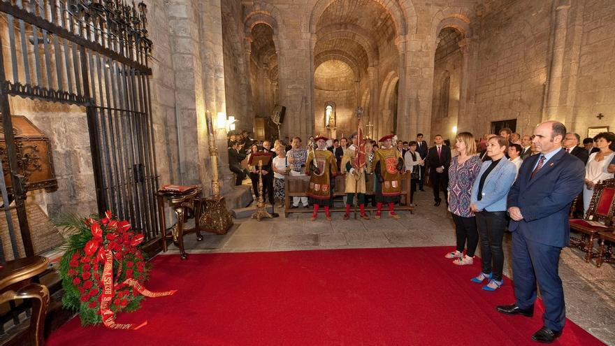 Las instituciones forales homenajean en Leyre a los Reyes y Reinas de Navarra