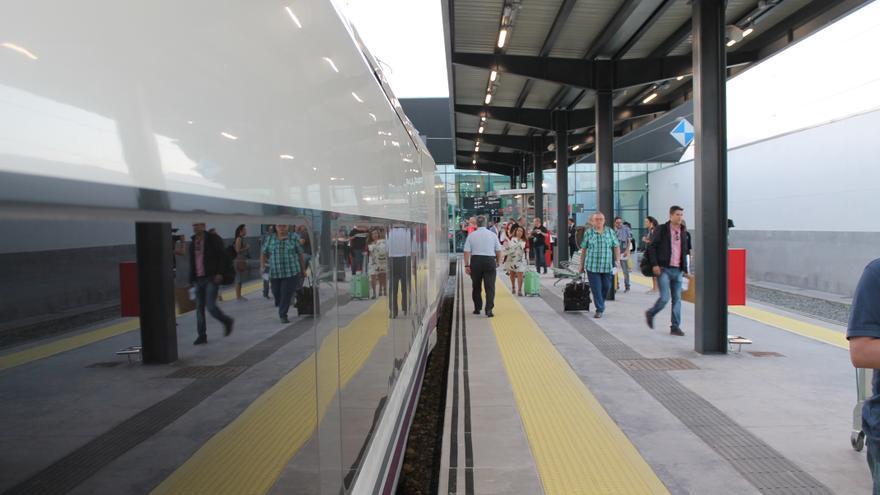 Primeros viajeros del AVE en la Estación de Andaluces en Granada