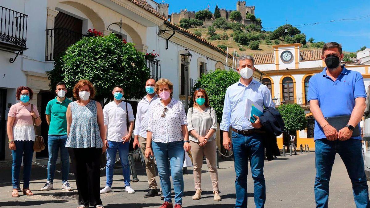 El grupo provincial de IU en Almodóvar junto a la alcaldesa, Sierra Luque.