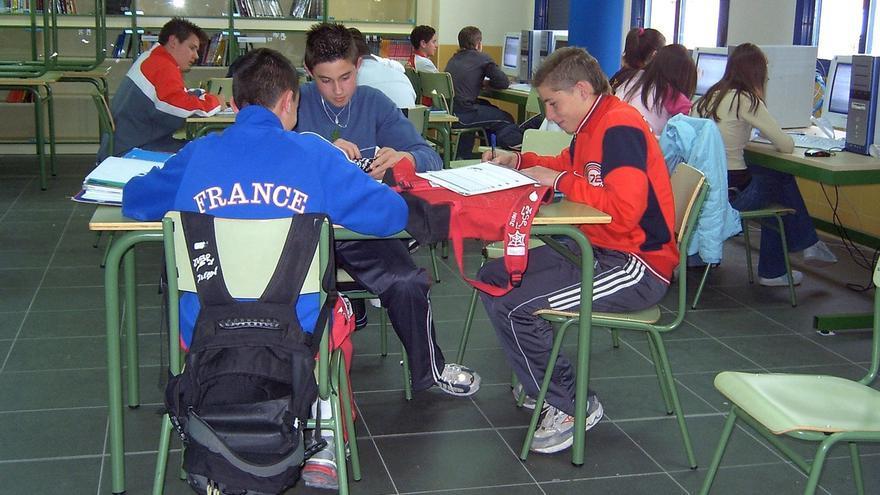 La proporción de alumnos por profesor creció casi un 2% el pasado curso en Cantabria