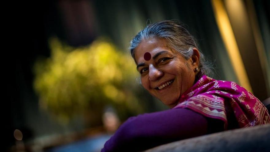 """Vandana Shiva: """"Lo que hacemos al suelo, nos lo hacemos a nosotros mismos"""""""
