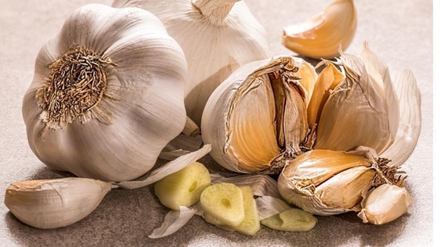 Los cinco mitos sobre el hábito de tomar ajo crudo en ayunas