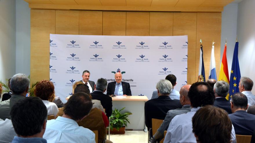 Luis Santana y Ricardo Melchior, este lunes en la presentación del primero ante los agentes portuarios