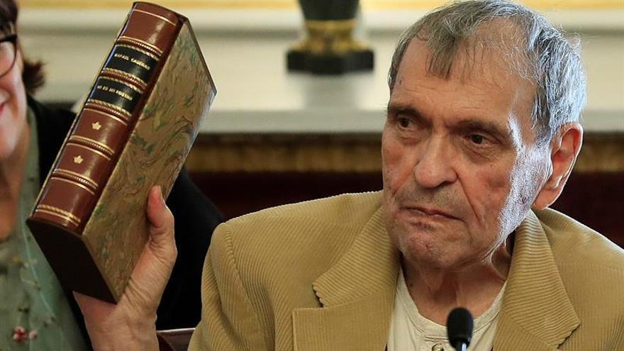 El poeta Rafael Cadenas, premio Reina Sofía, presenta su obra antológica