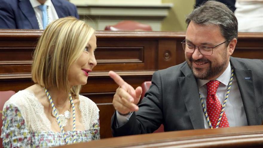 Asier Antona y María Australia Navarro, en el pleno solemne de apertura de la X Legislatura del Parlamento de Canarias
