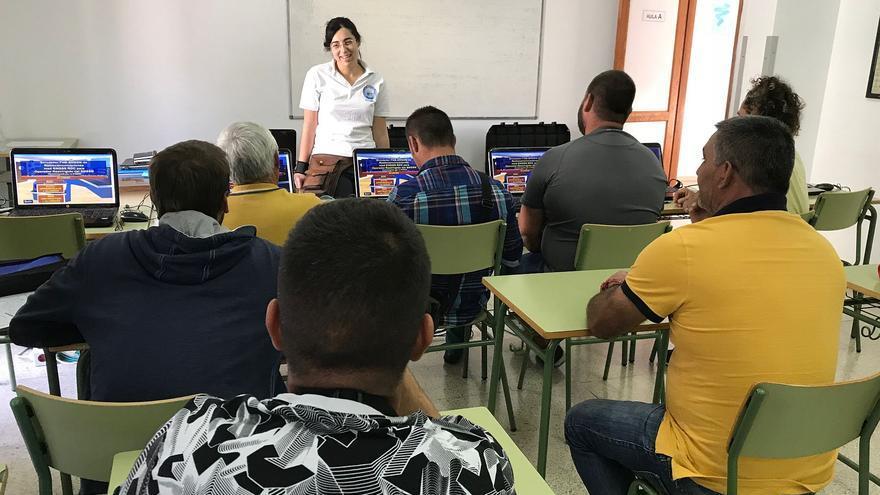 En la imagen, los alumnos en el curso.