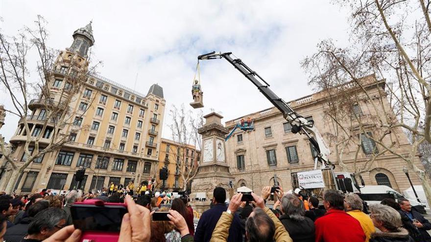 El Ayuntamiento de Barcelona retira la estatua de Antonio López