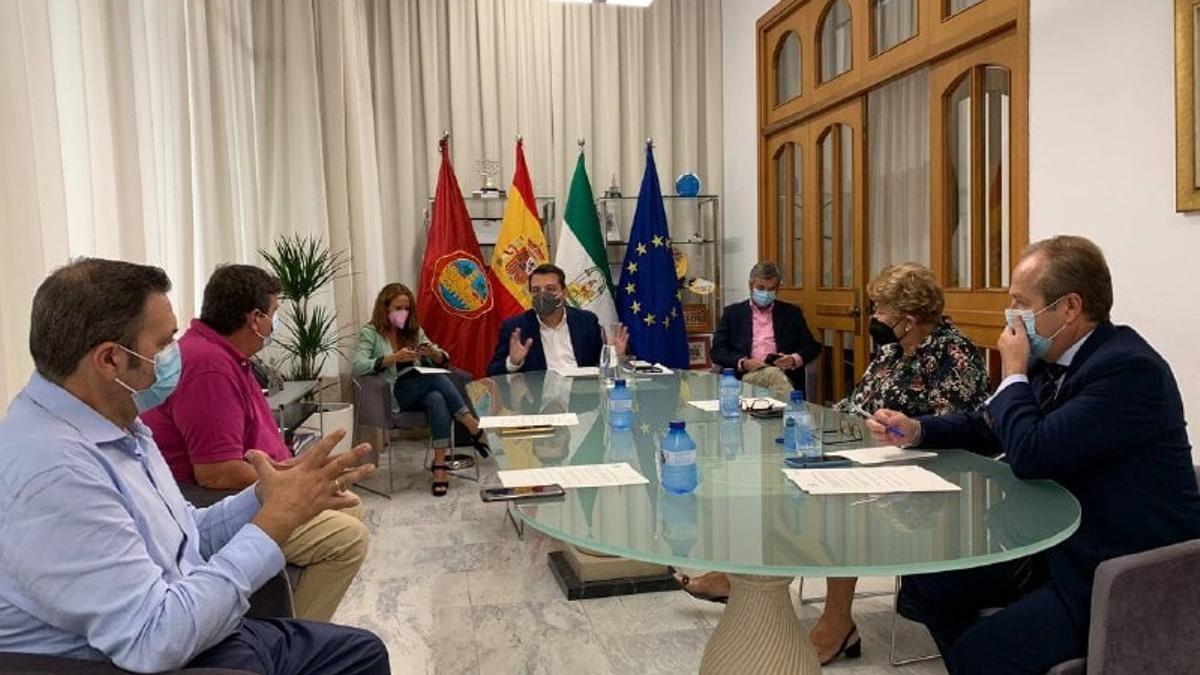 Reunión entre el Ayuntamiento y la Agrupación de Hermandades y Cofradías.