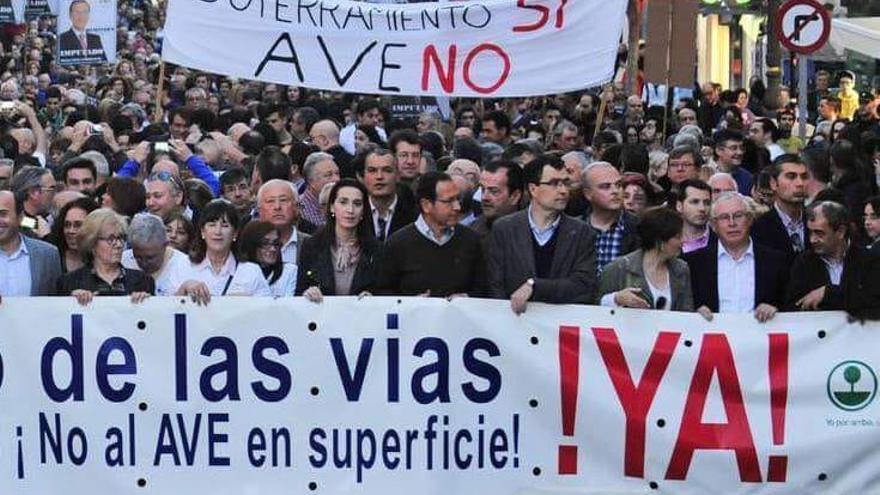 El Gobierno murciano y la CROEM hacen frente común para oponerse a la llegada del AVE en 2020