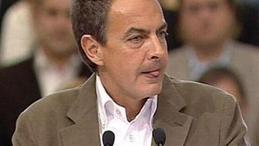 """Zapatero acusa al PP de """"exagerar"""" su oposición y hablar sólo de sus """"líos"""""""