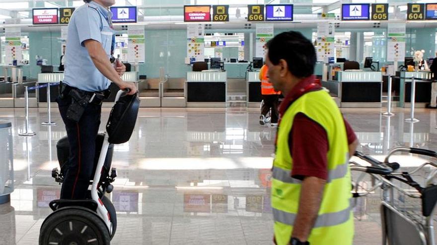 Las cancelaciones y retrasos de Vueling vuelven a provocar el caos en El Prat