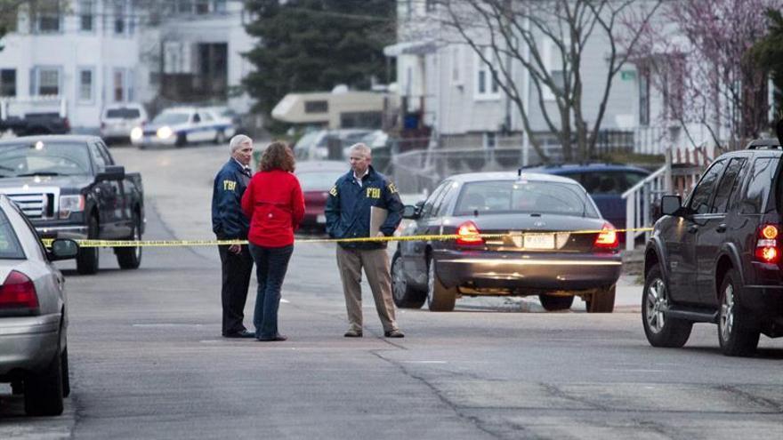 Tres policías heridos y el presunto autor de los disparos muerto en un tiroteo en EE.UU.