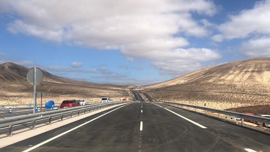 La nueva autovía de Fuerteventura que ha comenzado a funcionar este jueves tras nueve años de obras.