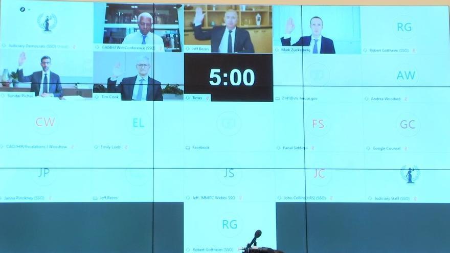 Los consejeros delagados de Amazon (Jeff Bezos), Facebook (Mark Zuckerberg), Alphabet (Sundar Pichai) y Apple (Tim Cook) durante su comparecencia telemática ante el Congreso de Estados Unidos el 29 de julio de 2020.