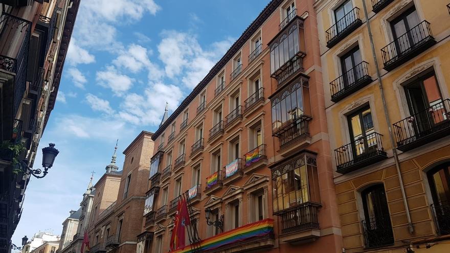 Más Madrid pide a Almeida y Villacís que el miércoles ondee la bandera trans en las Juntas y que se ilumine Cibeles