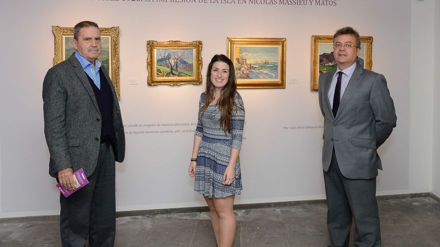 Rodolfo Rodríguez, Diana Fernández y Fernando Fernández frente a obras de Nicolás Massieu y Matos César Manrique
