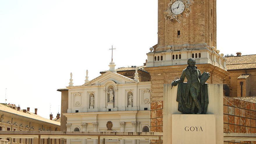 Al fondo, la catedral de La Seo, de la que la Iglesia se apropió en 1988