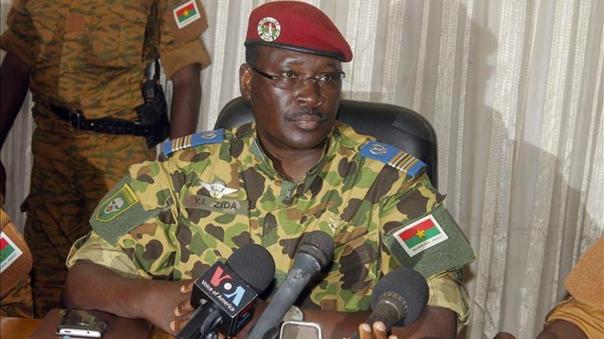 El Ejército se aferra al poder en Burkina pese al clamor por un líder civil